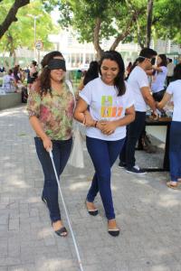 Aluna participando de momento de sensibilização no Bosque Moreira Campus